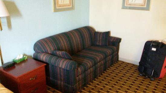 Super 8 Knoxville Downtown Area: Great cobdition and confortable.