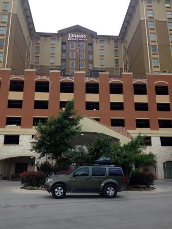 Drury Inn & Suites Near La Cantera Parkway: Hotel Front