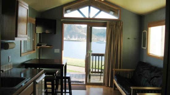 Winchester Bay RV Resort: Interior of Chinook