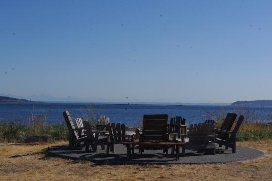 Smugglers Villa Resort: fire pit area