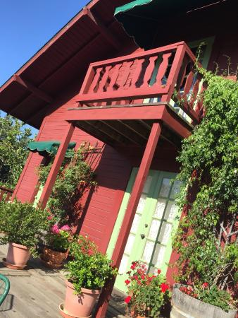 Sonoma Chalet: Bed and breakfast!