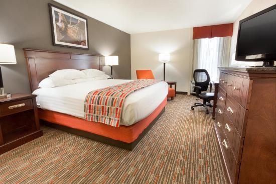 Drury Inn St. Louis Airport: Deluxe King Guestroom