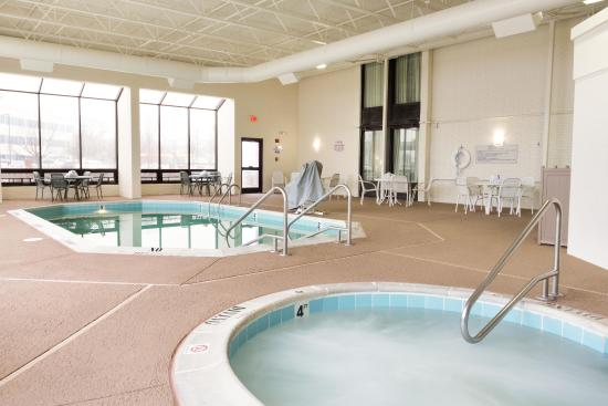 ‪‪Drury Inn St. Louis Airport‬: Indoor/Outdoor Pool‬