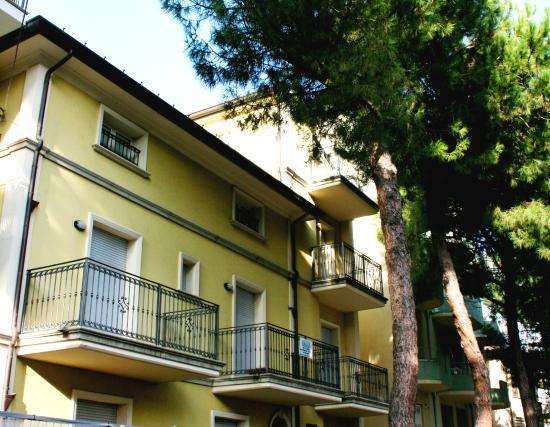 Esterno della struttura foto di residence kenzia for Kenzia esterno