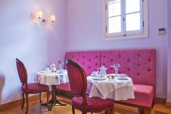 Aetoma Hotel: breakfast area