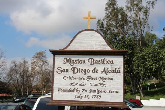 Mision San Diego de Alcala: En la entrada a la Mision