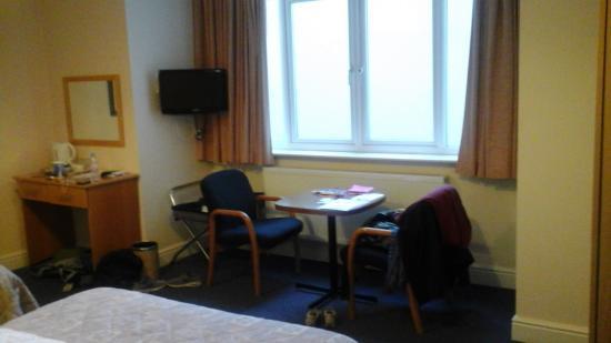 Caring Hotel: Un petit coin salon bien éclairé