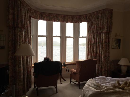 Glenburnie House : I'm in love with this window and its view.