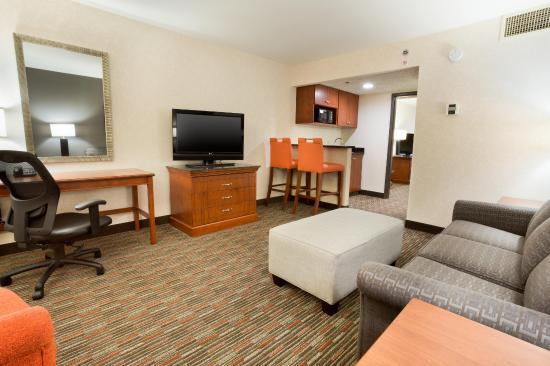 Drury Inn & Suites St. Louis Creve Coeur: Two-Room Suite