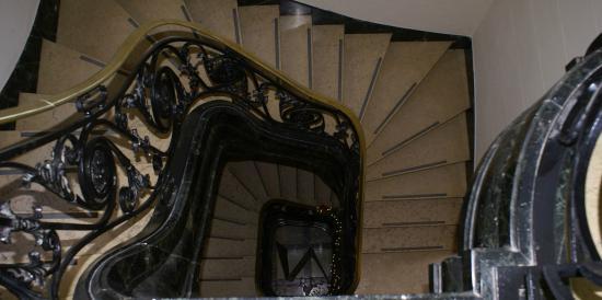 Hotel Lion d'Or: Escalera