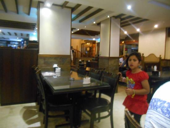 Ali Baba Restaurant : salon