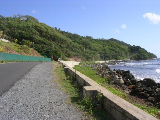 Marigot, Dominica: A shore view