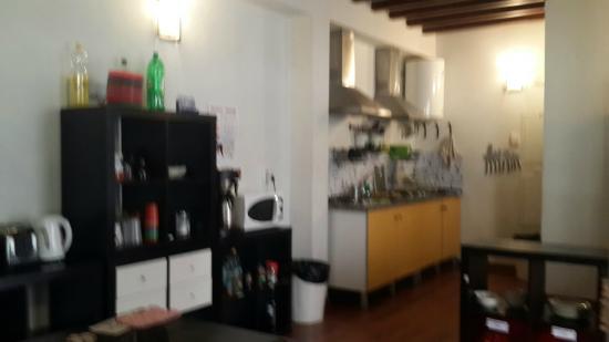 Granada Inn Backpackers: cocina
