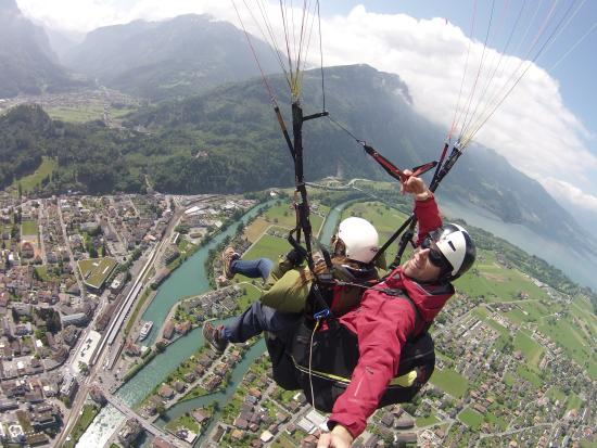 Swiss Paragliding: love the air