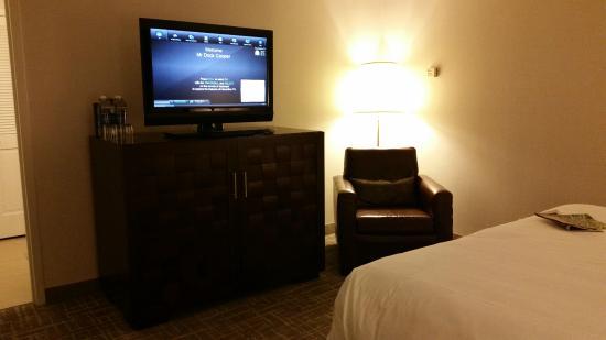 Hyatt Regency San Antonio: TV King Bedroom Atrium Suite 331
