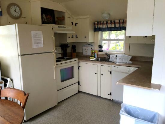 Harbor Village: kitchen