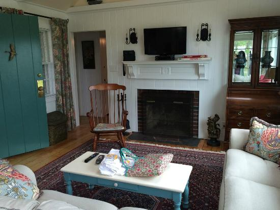 Harbor Village: living room