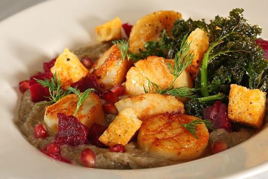 Nicole's Restaurant: Seared scallop by Chef James Gavin