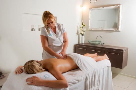 Sheer Bliss Beauty Day Spa : Massage