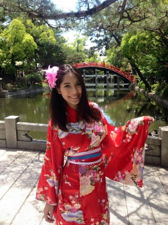 Sumiyoshi Taisha Shrine: เงาของสะพานโค้งทอดบนสายน้ำ เป็นวิวที่หาชมยากมาก