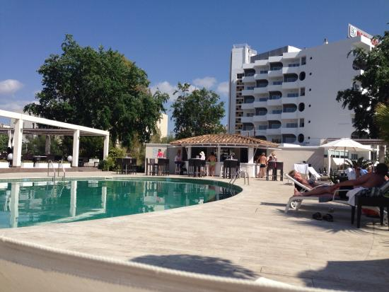 Caballero Hotel: Pool area