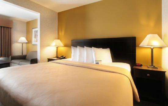 Baymont Inn & Suites Gurnee : Guest Room