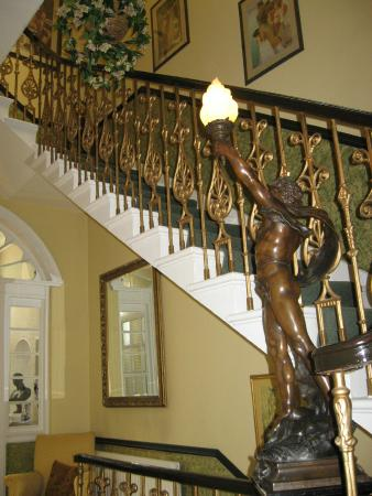Garlands Guest House : Hall and Staircase