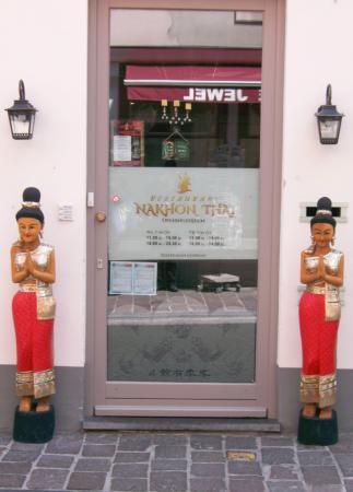 Nakhon Thai: entrance