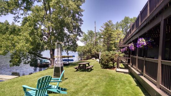 Black Swan Inn Berkshires, an Ascend Collection Hotel: Lakeside hotel