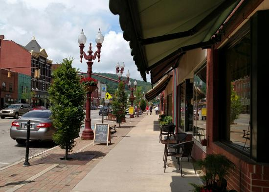 Lovely Restaurant In Downtown Franklin Review Of Bella Cucina Pa Tripadvisor