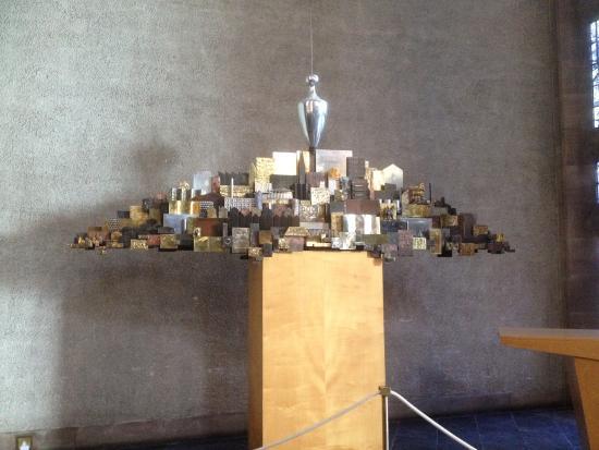 Κόβεντρυ, UK: Sculpture of 'The Plumbline and the City'