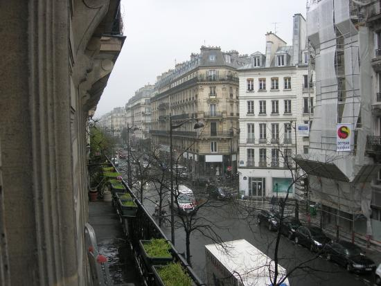 Hotel Bellevue et du Chariot d'Or : View of the street