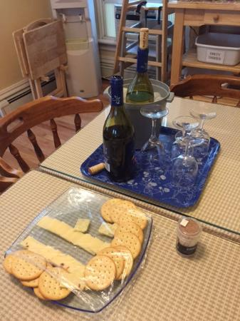 Irving House at Harvard: lack-luster wine and cheese social event