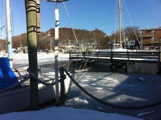 Captain Kidd Restaurant : The dock in winter