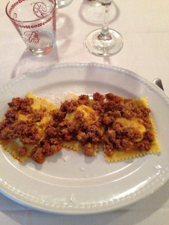 Il Botteghino: Tortelli del Mugello al ragù di filetto