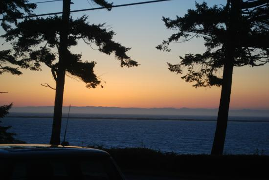 Dungeness Bay Cottages: Sunset view