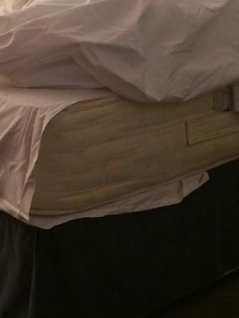 Kensington Rooms : Sheets didn´t fit the matress