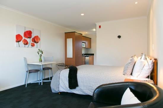 Ascot Motor Inn: Spacious Ciourtyard Unit