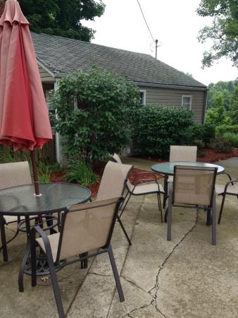 Monticello, IN: Eating area next to pool