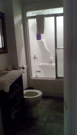 Manoir Sur-le-Cap: bath