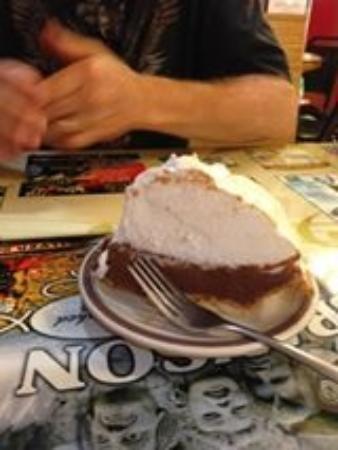 Branson Cafe: Chocolate pie