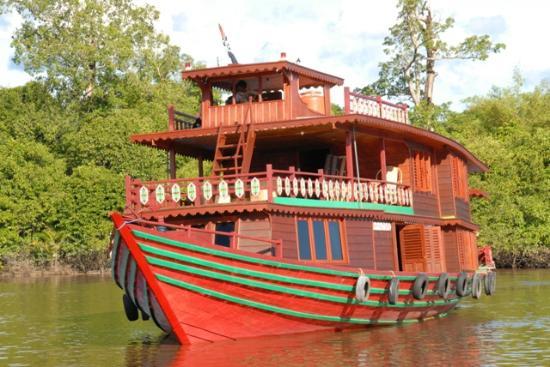 Kapal Wisata Susur Sungai