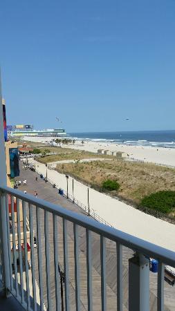 Days Inn Atlantic City Oceanfront-Boardwalk: Ocean view?