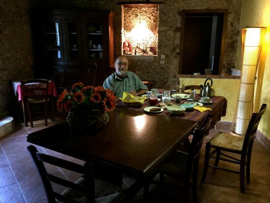 A Casa Di Nonna : Breakfast table