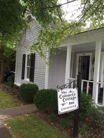 Colonel's Cottage Inns: photo0.jpg