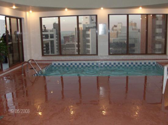 Radisson Hotel Curitiba: piscina