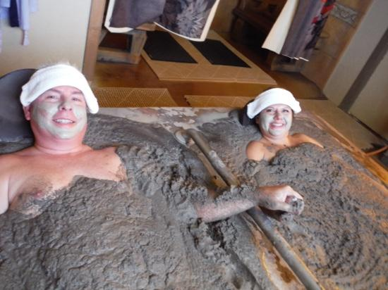Golden Haven Hot Springs Spa : Hot Mud.