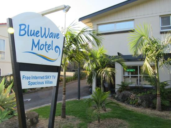 Blue Wave Motel: Outside Reception