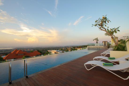 MaxOneHotels at Bukit Jimbaran : Roof Top Pool upon sunrise