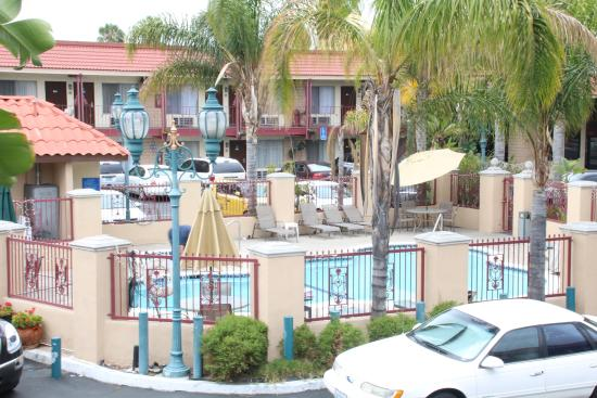Photo0 Jpg Picture Of Days Inn Amp Suites Anaheim At Disneyland Park Anaheim Tripadvisor